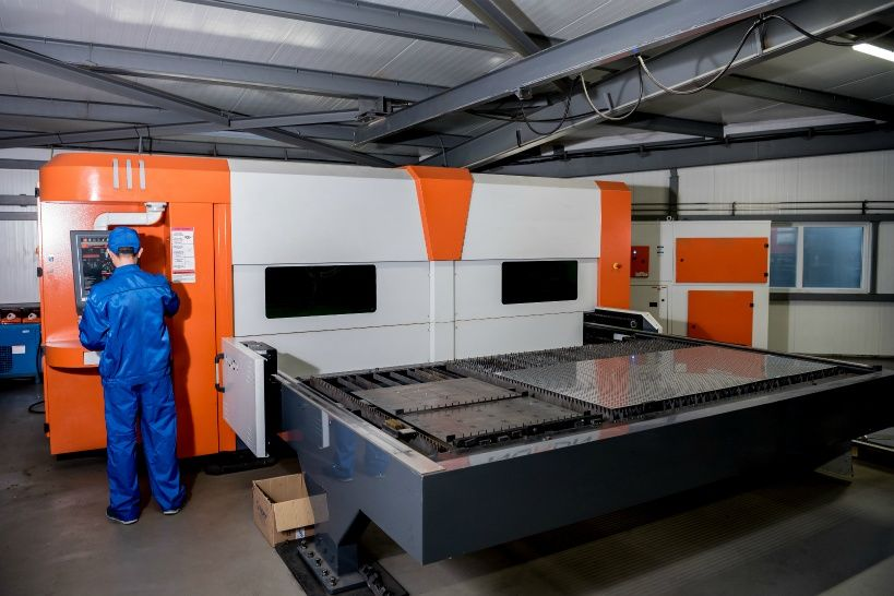 thelaser-cutting-machine-cutting-the-sheet-of-metal.jpg